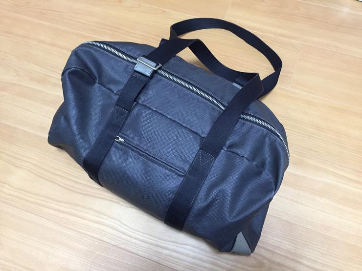 スポーツジムにはバッグが必要です。ちょっとこれは小さめだな