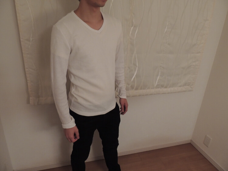 Tシャツの下はタンクトップか短めのTシャツを着るのがいいと思います。